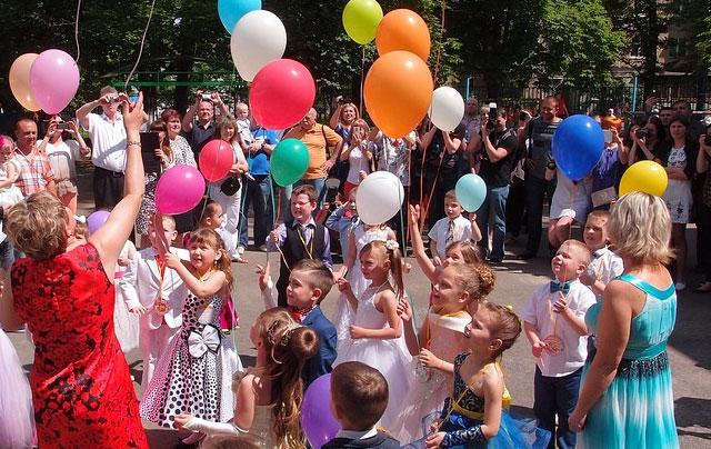 Atracciones infantiles con payasos, mago y karaoke