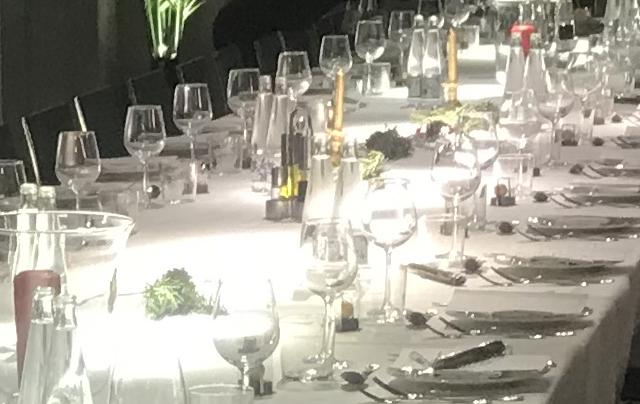 Organizar cena de empresa, económica y fácil
